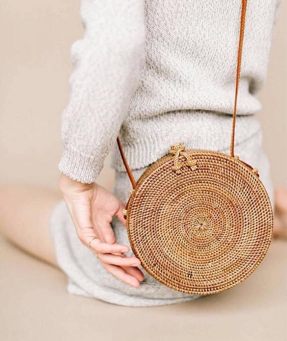 fcf18e37fa592f The Summer Bag Trend That Works Surprisingly Well For Your Next ...